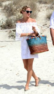 1e9f6097319d7b0b914036e1ce37849a--seaside-style-celebrity-outfits