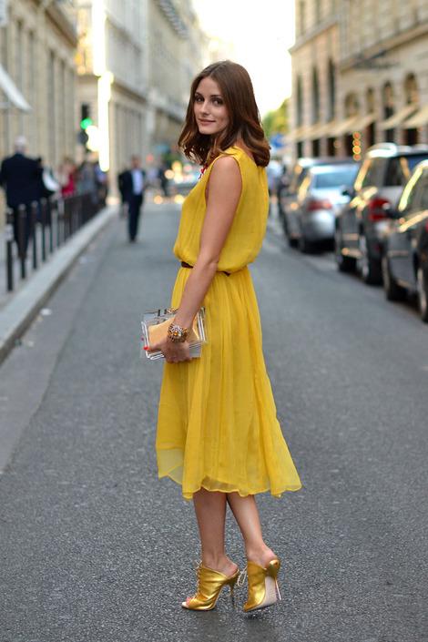 content_olivia_palermo_invitada_falda_vestido_mostaza_combinar_colores_boda_dorado