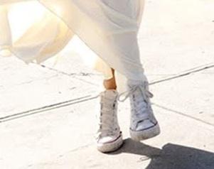 ¿Cómo lucir arregladas y seguir usando zapatillas?